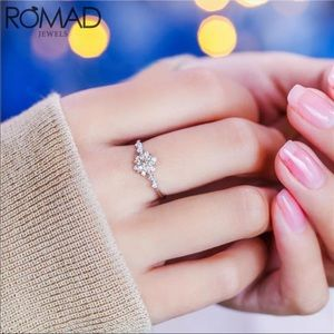 New Women's Snowflake Delicate Ring